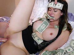 Бодренький ловелас страстно оттрахал шалаву за деньги