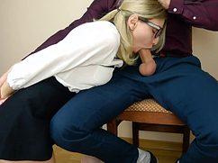Студентка трахнулась с мужиком на стульчике