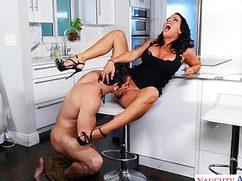 Парень делает свое дело и ебет женщину в возрасте