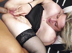 Похотливый мачо отпердолил блондинку в зад членом