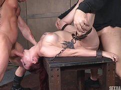 Подкачанные самцы ебут связанную телку во все дырки