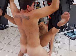 Супруг-затейник долбит голую жену в подвале