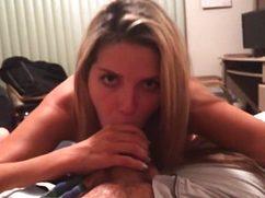 Покорная девушка взяла хуй за щеку и отсосала его