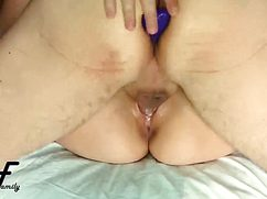 Половой партнер с пробкой в жопе ебет возлюбленную