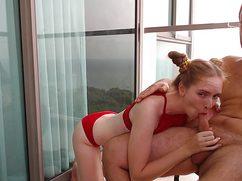 Сексуальная рыжая с членом во рту на террасе