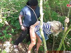 Друзья выебали женщину в парке незаметно