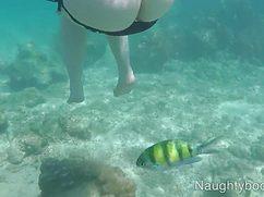 Вы только посмотрите на подводную съемка девушки со стройным телом