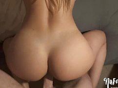 Девушку с красивой попкой насаживает на свой стояк
