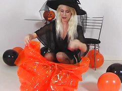Сексуальная ночная фея готовиться к хэллоуину