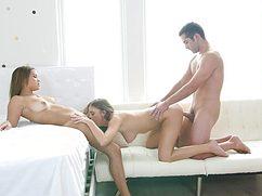 Красивые стервы поделились членом хахаля и словили оргазм