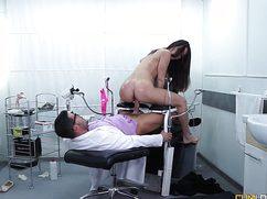 Замужняя пациентка потрахалась у врача беззаботно