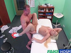 Доктор с лысиной поимел в больнице нимфоманку в рамках лечения
