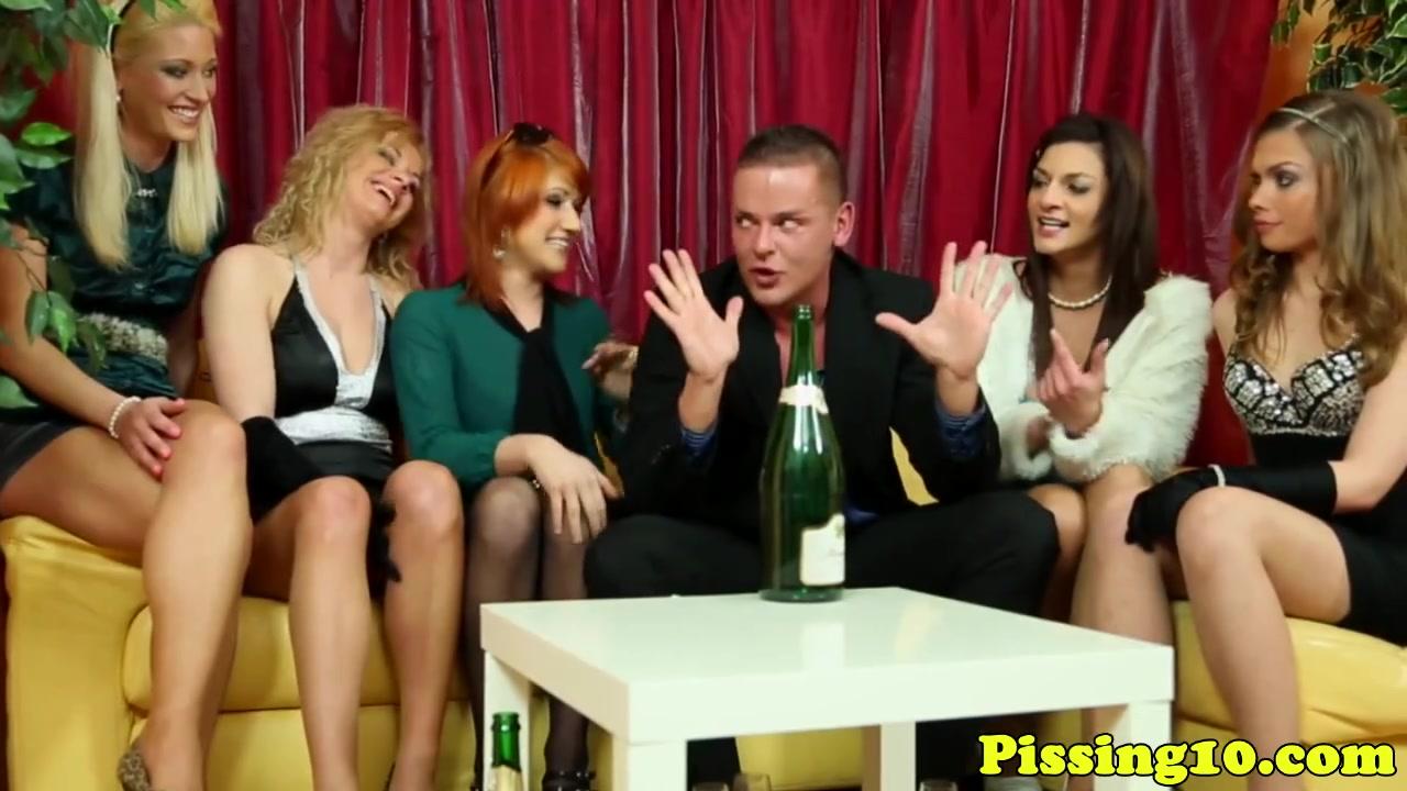 но, две лесбиянки суют себе резиновые члены кажется это очень хорошая