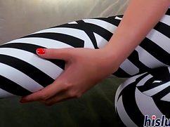Самец лосины снял до колен и трахнул  телочку с упругой попкой