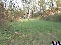 Молодой ненасытный парень люто трахнул старушку в кустах