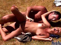 Любитель путешествий жестко ебет лежа сладкую аборигеночку