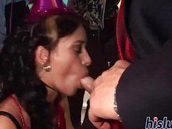 Массовые минеты в порно-клубе прошли «на ура»