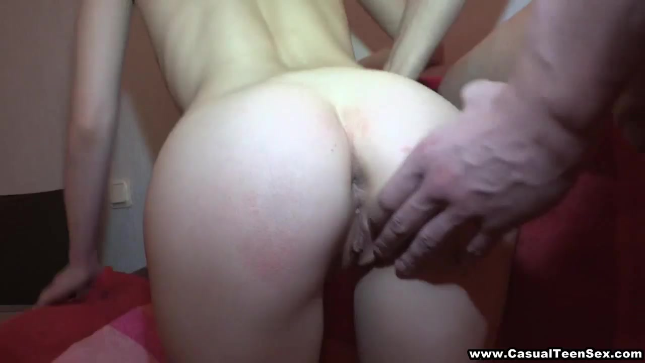 Порно свингеров разводит незнакомку на секс
