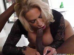 Белокурая зрелая секс с черным замутила себе в подарок